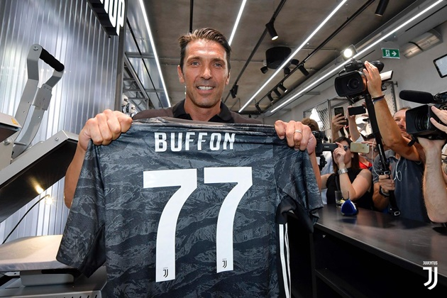 Buffon: I don't want Chiellini's armband or Szczesny's No.1 shirt - Bóng Đá