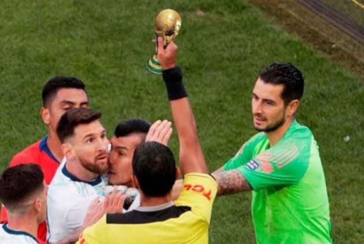 Ảnh chế Messi thẻ đỏ - Bóng Đá