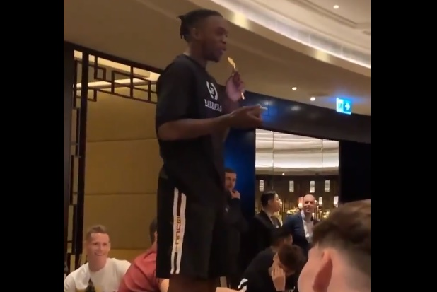 Wan-Bissaka and James struggle with their Man Utd initiation songs, while McTominay shines - Bóng Đá