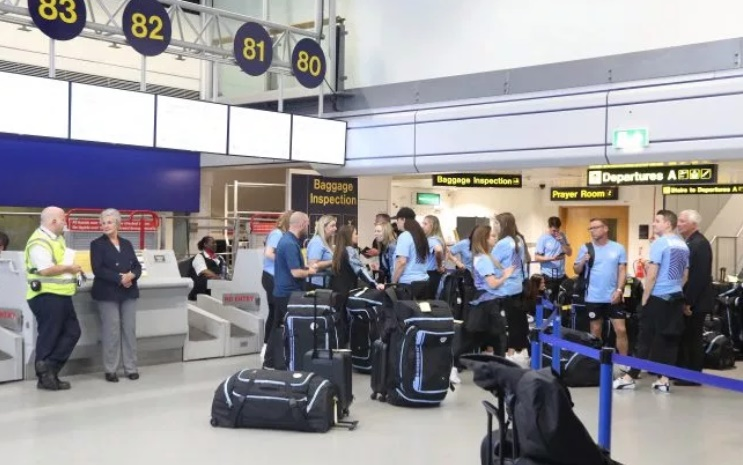 Man City plane GROUNDED at Manchester Airport as flight to China was disrupted by Thomas Cook admin error - Bóng Đá