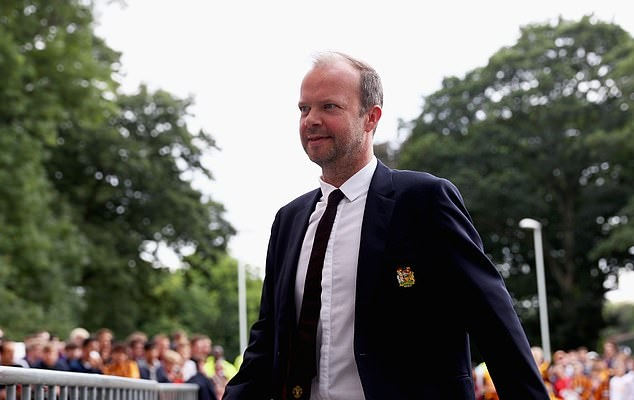 Ed Woodward misses Man United's pre-season tour in bid to push through big money deals - Bóng Đá
