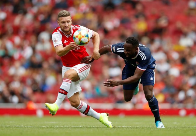 Arsenal fans boo Shkodran Mustafi substitution during Emirates Cup match against Lyon - Bóng Đá