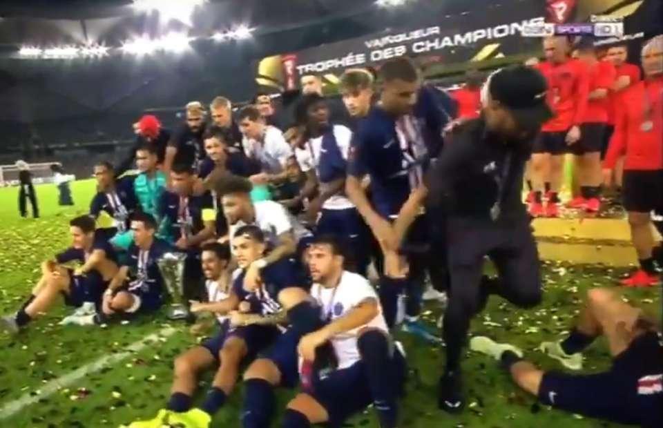 Kylian Mbappe visibly pushes Neymar out of PSG's Super Cup celebrations - Bóng Đá