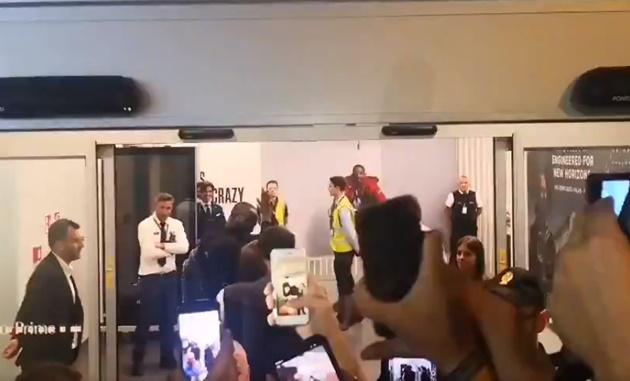 Lukaku đặt chân đến Ý, fan Inter reo hò ở sân bay - Bóng Đá