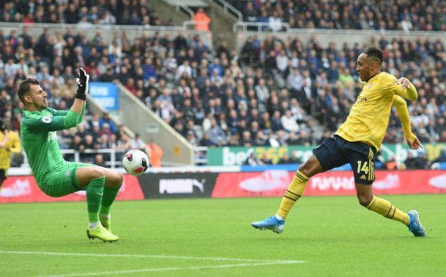 Jose Mourinho hails Pierre-Emerick Aubameyang for 'genius' goal in Arsenal's win over Newcastle  - Bóng Đá