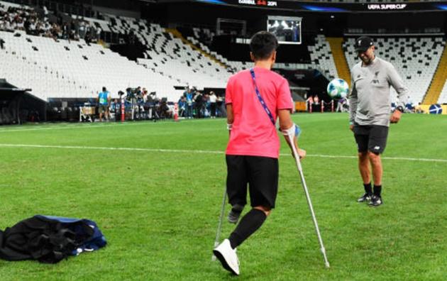 Liverpool tập, đón cậu bé khuyết tật - Bóng Đá