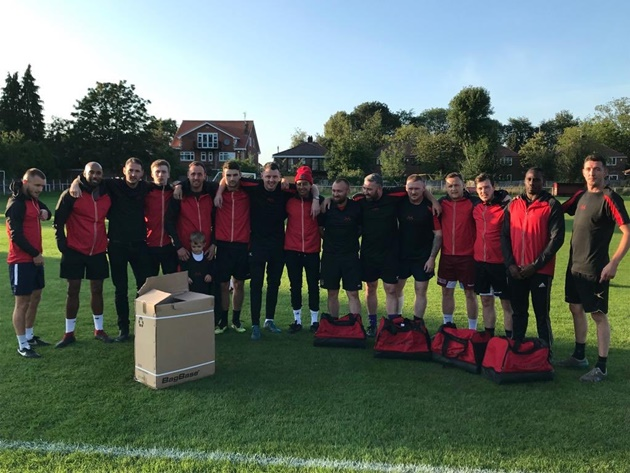 Manchester United star Jesse Lingard surprises local amateur team with full kits, coats and t-shirts for new season - Bóng Đá