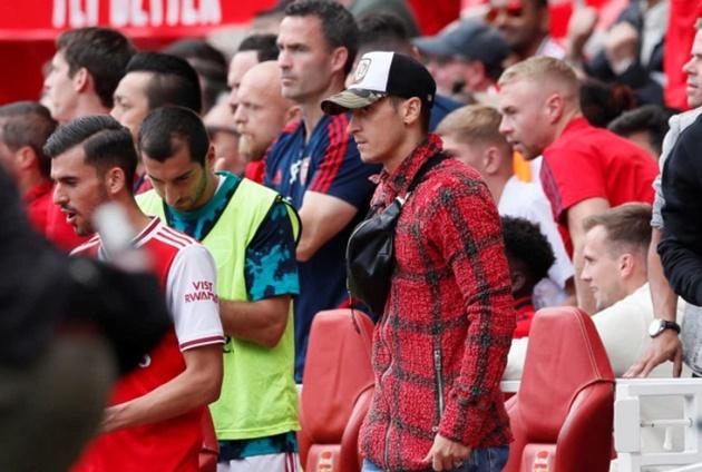 Mesut Ozil yawns watching Arsenal - Bóng Đá
