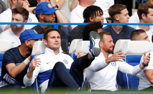 Chelsea fans clash in stands in huge row during Frank Lampard's return home against Leicester - Bóng Đá