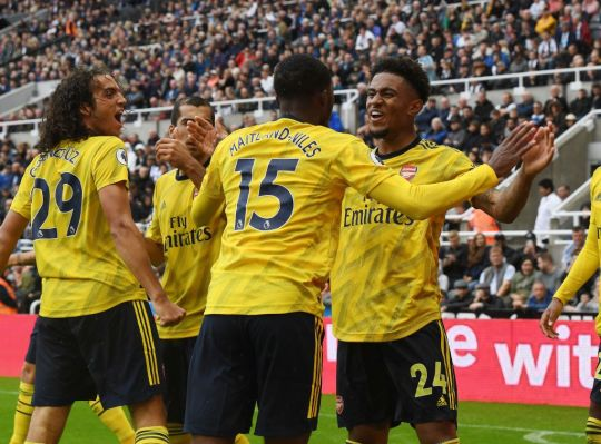 Gary Neville warns Unai Emery against using Arsenal youngsters against Liverpool - Bóng Đá