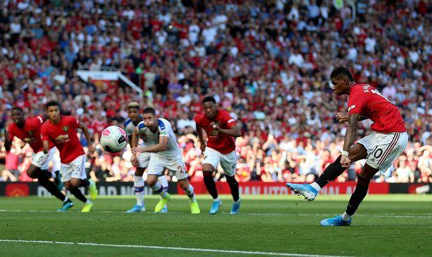 Man Utd fans spot what Anthony Martial did before Marcus Rashford's penalty - Bóng Đá
