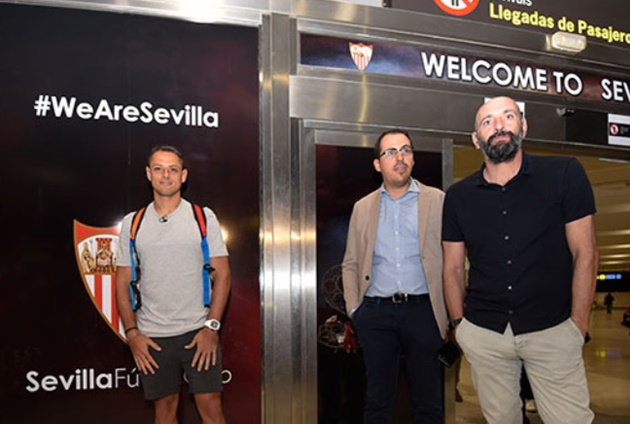Javier Hernandez on the verge of return to Spain as West Ham wantaway poses in front of Sevilla crest after touching down - Bóng Đá