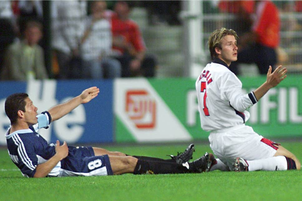 Michael Owen hits out at David Beckham and claims he let country down - Bóng Đá