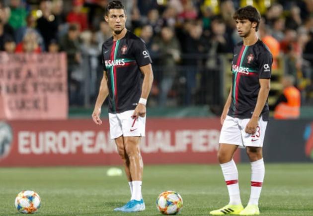 Cristiano Ronaldo rinses Joao Felix in Portugal training with stunning skill - Bóng Đá