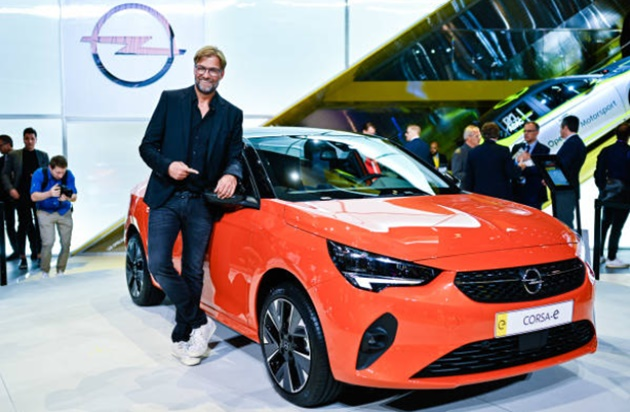 Jurgen Klopp makes the most of international break with appearance at Frankfurt Motor Show before turning focus to Liverpool's clash with Newcastle - Bóng Đá