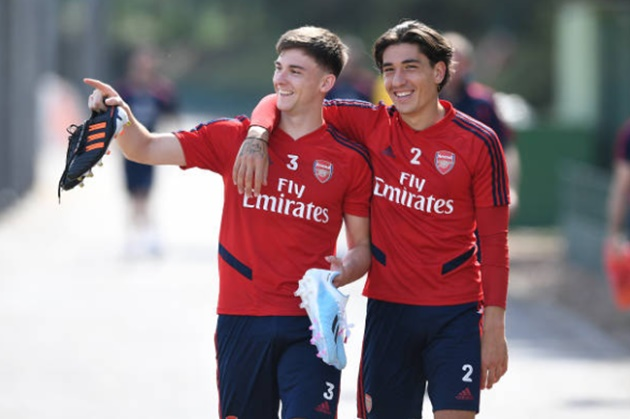 Arsenal new boy Tierney absolutely ruins hapless Mustafi by nutmegging him in training session - Bóng Đá