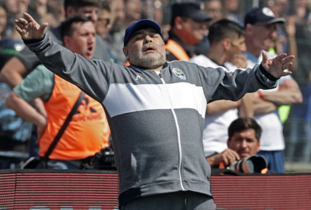 Maradona steals show with passionate celebration but Gimnasia lose his first game in charge - Bóng Đá