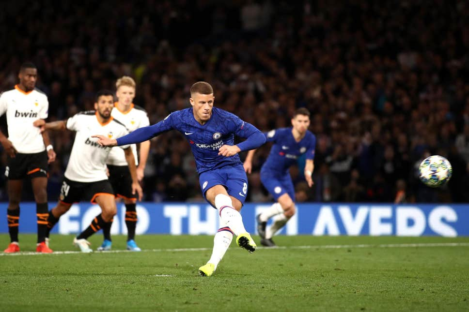 What Jorginho and Tammy Abraham told Ross Barkley before Chelsea vs Valencia penalty miss - Bóng Đá