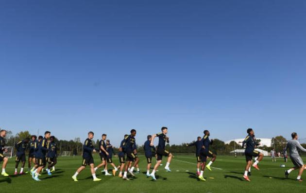 Ảnh Arsenal tập + đến Đức - Bóng Đá