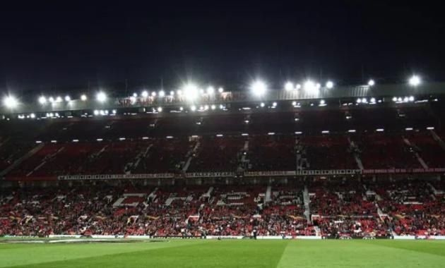 Old Trafford vắng 1 loạt ghế trống - Bóng Đá