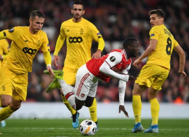 Michael Owen names Unai Emery's biggest problem at Arsenal after Standard Liege thrashing - Bóng Đá