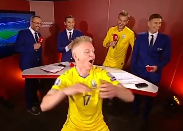 Zinchenko proposes to stunning girlfriend in stadium hours after kissing her live on TV following Ukraine's Euros spot - Bóng Đá