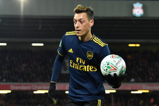Why Unai Emery subbed off Mesut Ozil during Arsenal's defeat to Liverpool - Thỏa thuận Emery - Bóng Đá