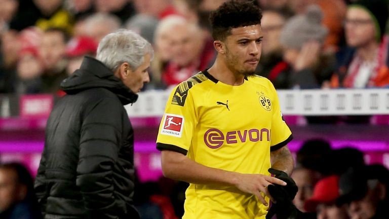 Watch Jadon Sancho laugh off Man Utd fan's plea for him to transfer from Dortmund after posing for photo - Bóng Đá