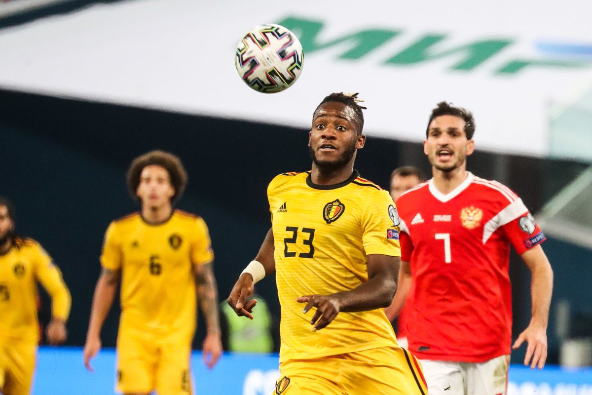 Boyata baffles Belgium fans as he accidentally wears Batshuayi's shirt in first half vs Russia - Bóng Đá