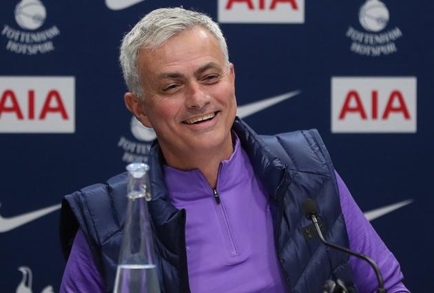 Ảnh cuộc họp báo đầu tiên của Mourinho - Bóng Đá
