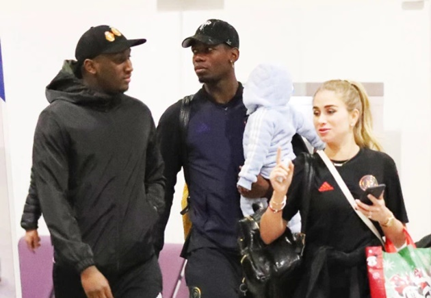 Injured Pogba arrives back in Heathrow with his partner and baby son as Man Utd prepare to face Astana in Europa League - Bóng Đá
