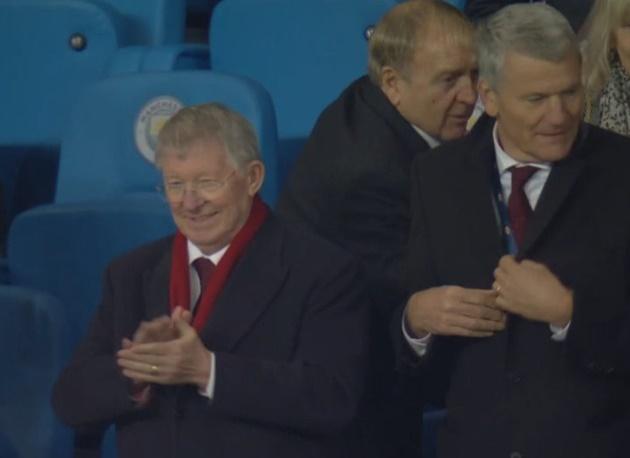 Sir Alex vỗ tay sau trận - Bóng Đá