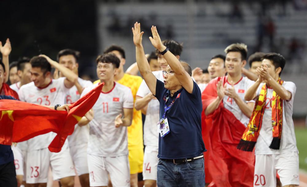 """""""Bí quyết vô địch SEA Games chính là tinh thần dân tộc"""", thầy Park nhấn mạnh. - Bóng Đá"""