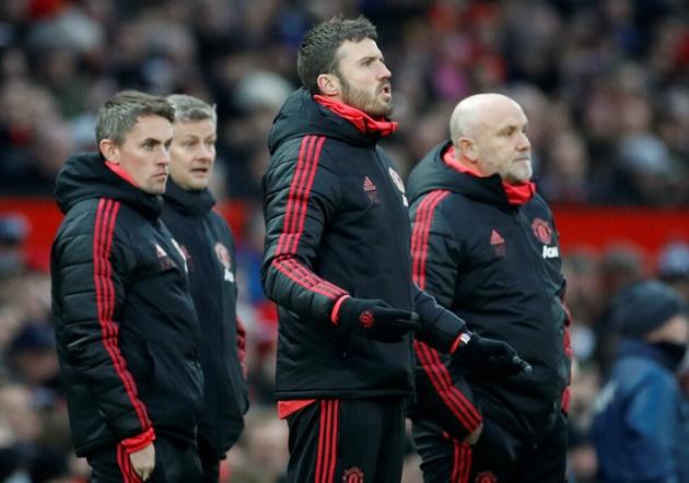 Solskjaer reveals role Sir Alex Ferguson played in Mike Phelan's Manchester United appointment - Bóng Đá