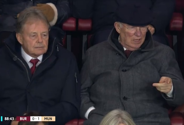 Sir Alex Ferguson not impressed with Solskjaer's subs – as Man Utd legend is left speechless at Shaw replacing Martial - Bóng Đá