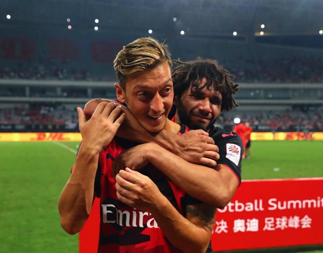 Mesut Ozil's former Arsenal team-mate Mohamed Elneny explains why everyone at the club has respect for him   - Bóng Đá