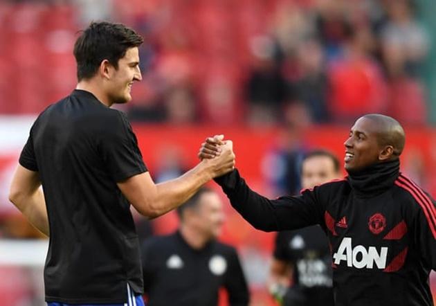 Sau tất cả, Maguire phá vỡ im lặng về việc thay Young làm đội trưởng M.U - Bóng Đá
