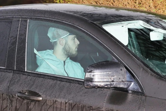 Rashford drives to training days after being chauffeured into Carrington as Man Utd striker recovers from back injury - Bóng Đá