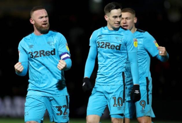 Rooney ghi bàn đầu tiên tại Anh sau hơn 2 năm, CLB dính thẻ đỏ thua đội bét bảng - Bóng Đá