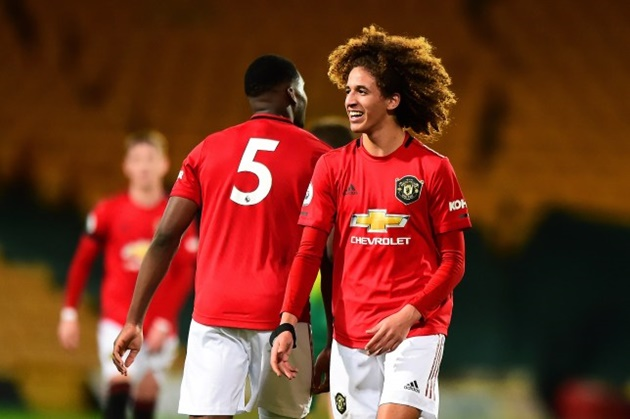 Hannibal Mejbri 'taking the p***' out of older Manchester United teammates in training - Bóng Đá