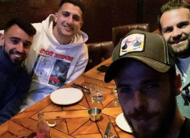 Bruno Fernandes treats Man Utd pals David de Gea, Diogo Dalot and Juan Mata to dinner at ex-Chelsea star's restaurant - Bóng Đá