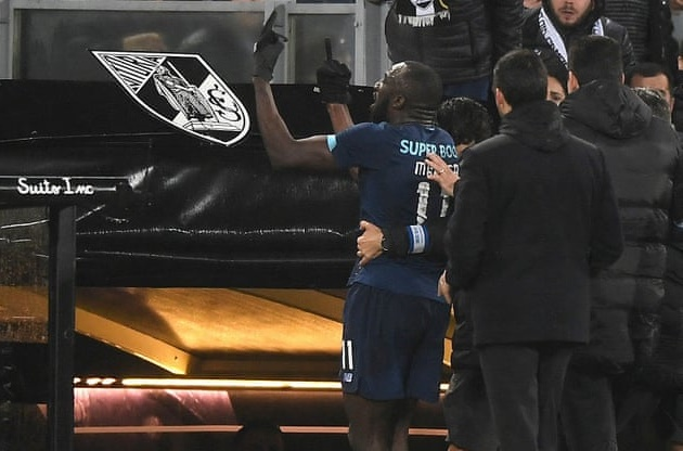Porto star Moussa Marega tells Vitoria fans to 'f*** yourself' after he walks off the pitch following vile racist abuse - Bóng Đá