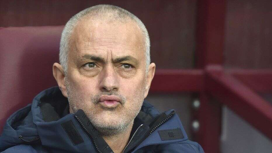 Mourinho walks out of press conference after refusing to answer journalist's question  - Bóng Đá