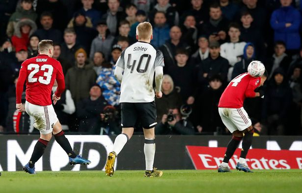 'Lingard should be embarrassed for trying to claim goal' – Shaw adamant Man Utd strike is his - Bóng Đá