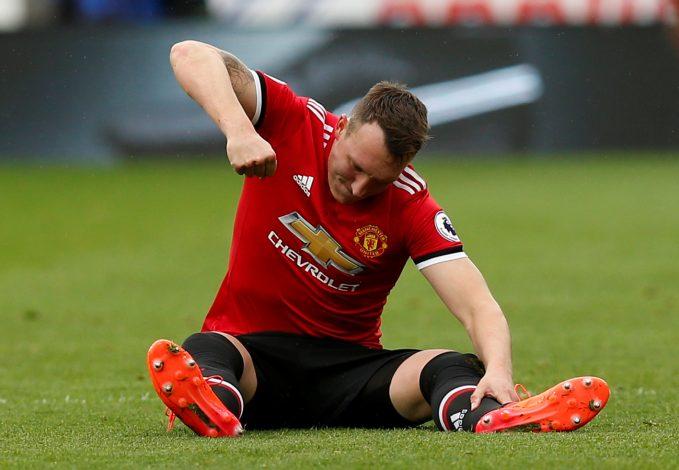Phil Jones' 'time at United is up' pundit claims - Bó.ng Đá.