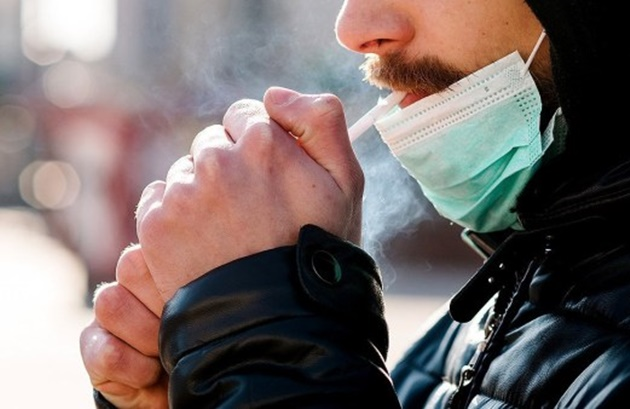 Smokers told to quit now as they are '14 times more at risk from coronavirus' - Bóng Đá