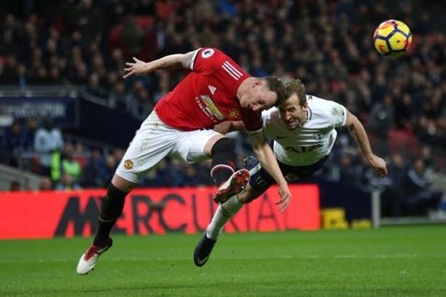 Gary Neville backs Manchester United's transfer move for 'perfect' Harry Kane - Bóng Đá