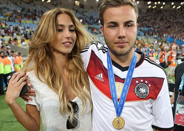 Gotze dancing in leopard-print dress with stunning wife Ann-Kathrin Brommel was final nail in coffin for Dortmund career - Bóng Đá