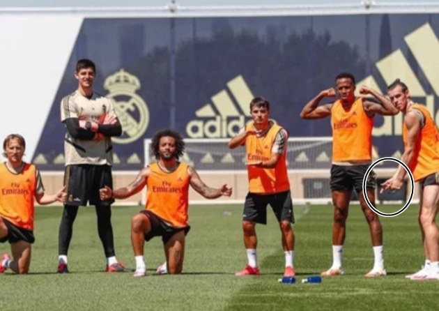 Gareth Bale pulls golf pose at Real Madrid training after hitting out at those who have a problem with him playing it - Bóng Đá