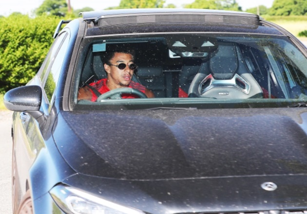Man Utd star Ighalo arrives at training after extending loan deal to January - Bóng Đá